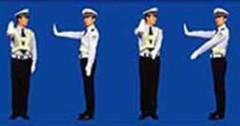 图中交通警察的手势为___信号。